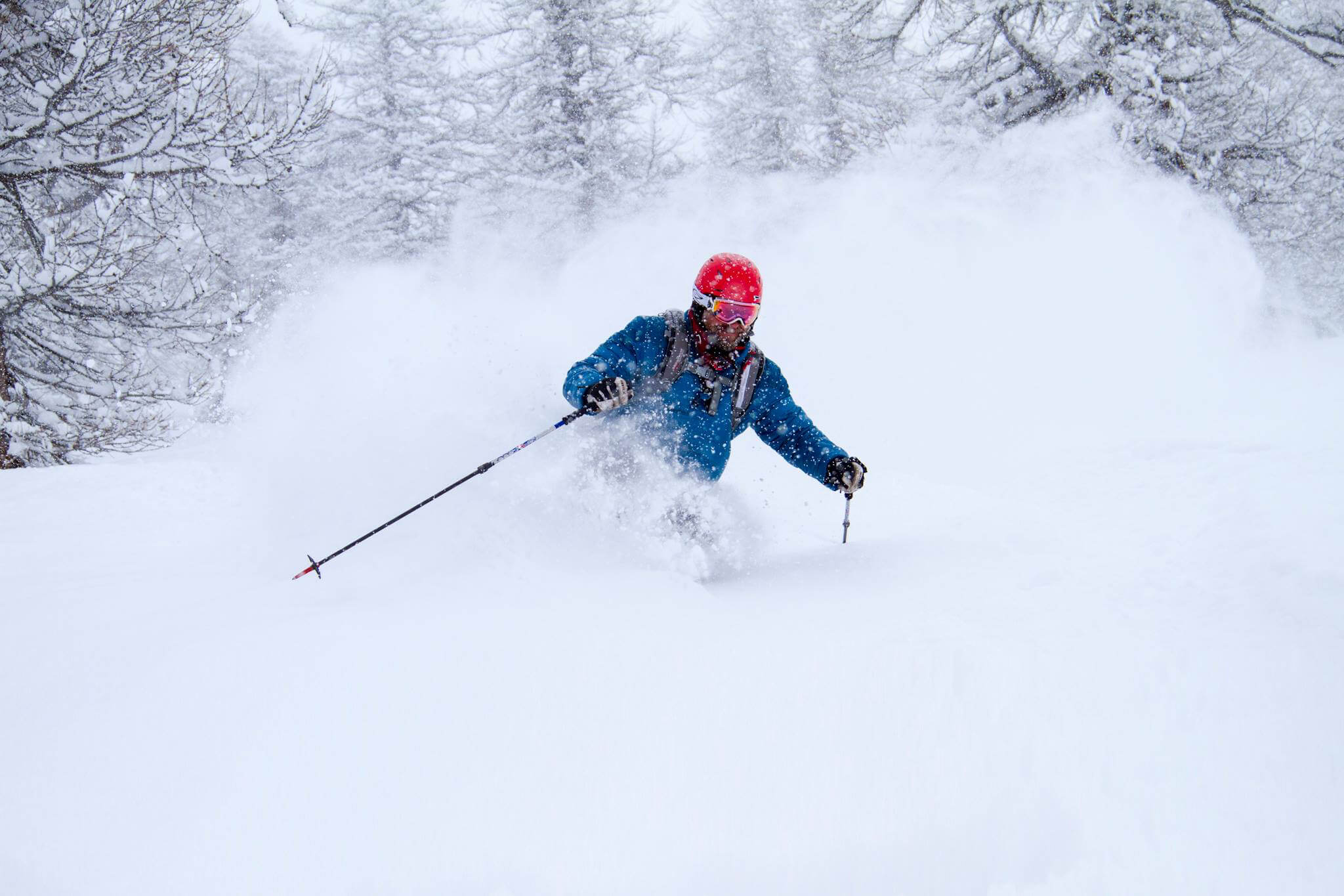 Magnus Lindor Strand skiing