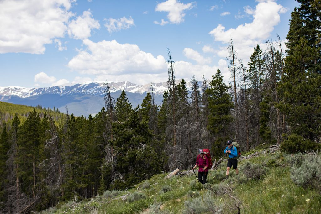 Hikers on the trail, photo by @alisonvagnini
