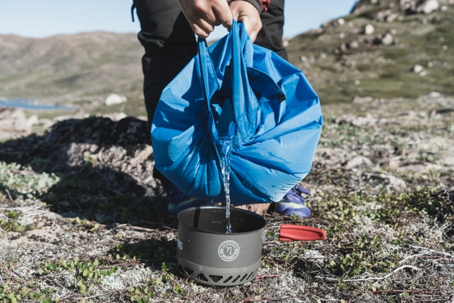 Pouring water, Fjällräven Water Bag